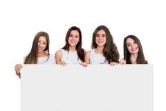 Groep meisjes die witte raad houden stock foto