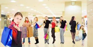 Groep meisjes in een wandelgalerij Royalty-vrije Stock Fotografie