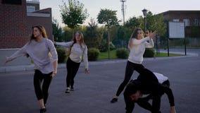 Groep mensen het dansen jazz stock video