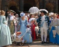 Groep mensen in middeleeuwse kleren Stock Foto