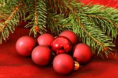 Groep mooie claret glasballen stock fotografie