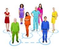 Groep Multi-etnische Kleurrijke Verbonden Wereldmensen stock foto's