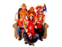Groep Nederlands voetbalventilator het letten op spel Royalty-vrije Stock Foto
