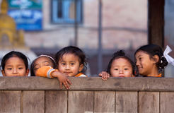 Groep Nepalese kinderen stock foto's