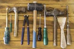 Groep oude oxyde uitstekende hulpmiddelen hamers royalty-vrije stock fotografie