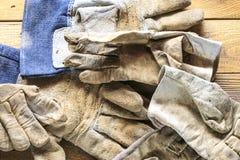 Groep oude oxyde uitstekende hulpmiddelen handschoenen royalty-vrije stock afbeelding