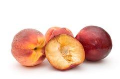 Groep perziken en pruimen. Royalty-vrije Stock Afbeeldingen
