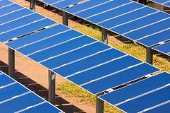 Groep photovoltaic zonnepanelen om Rene te produceren Stock Foto