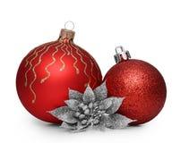 Groep rode Kerstmisballen die op witte achtergrond wordt geïsoleerd Royalty-vrije Stock Foto's