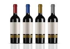 Groep rode wijnflessen met wit etiket stock afbeeldingen