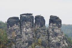 Groep rotsen in het landschapspark Stock Afbeelding