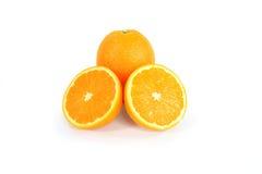 Groep sinaasappelen op wit wordt geïsoleerd dat Stock Foto's
