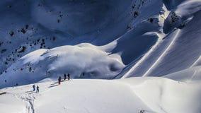 Groep skiërs het wachten royalty-vrije stock afbeeldingen