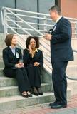 Groep Spreken het van de Bedrijfs diversiteit van Mensen Stock Foto's