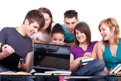 Groep studenten met notitieboekje Stock Afbeelding