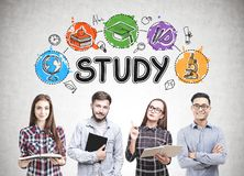 Groep studenten, studiepictogrammen stock foto's
