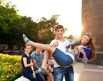 Groep studenten tijdens een rem tussen klassen Royalty-vrije Stock Afbeeldingen