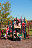 Groep tienerjaren op playgroung Royalty-vrije Stock Afbeelding
