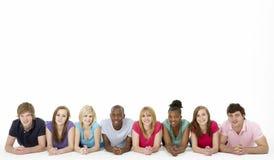 Groep TienerVrienden in Studio Royalty-vrije Stock Afbeelding