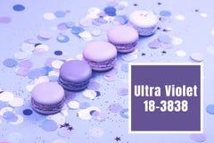 Groep Ultraviolet macarons Stock Foto's