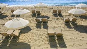 Groep umbrelas op de stranden royalty-vrije stock afbeeldingen