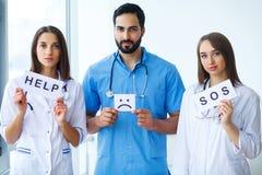 Groep vaklieden van het medische centrum stock afbeelding