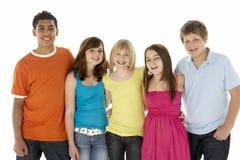 Groep van Vijf Jonge Kinderen in Studio stock afbeelding