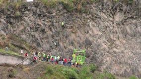 Groep Verdedigers vóór het Begin van Basalt van Tungurahua-Concurrentie stock video