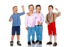 Groep vrolijke jongens royalty-vrije stock afbeeldingen