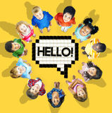 Groep vrolijke kinderen uit de hele wereld Royalty-vrije Stock Afbeelding