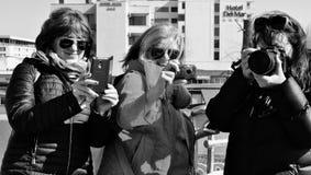 Groep vrouwenfotografen - soorten technologie royalty-vrije stock afbeelding