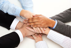 Groep zakenlui die overwinning vieren Stock Afbeeldingen