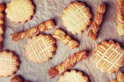 Groep zoete smakelijke koekjes stock foto
