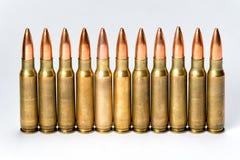 Groepeer verscheidene geweerpatronen met bezinningen Royalty-vrije Stock Afbeelding