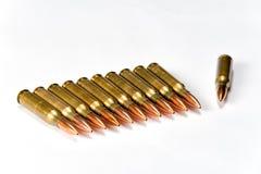 Groepeer verscheidene geweerpatronen met bezinningen Stock Fotografie