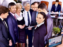 Groeps bedrijfsmensen in bureau. Royalty-vrije Stock Foto's