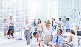 Groeps Bedrijfsmensen die Bureauconcept ontmoeten Royalty-vrije Stock Afbeeldingen