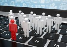 Groeps mensen cijfers aangaande laptop Stock Afbeeldingen