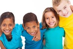 Groeps multiraciale jonge geitjes Stock Fotografie