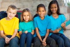 Groeps primaire studenten stock afbeelding