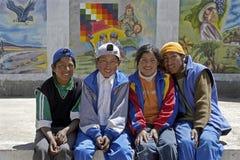 Groepsportret van Boliviaanse tienerjaren, Huanuni, Bolivië stock afbeelding