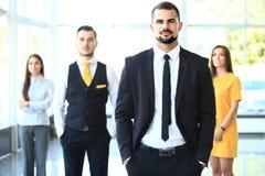 Groepsportret van een professioneel commercieel team royalty-vrije stock afbeelding