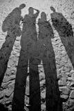 Groepsschaduw in het zand royalty-vrije stock fotografie