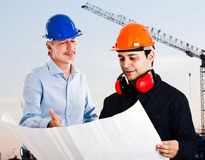 Groepswerk in een bouwwerf Stock Afbeeldingen