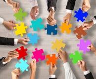 Groepswerk en integratieconcept met raadselstukken Royalty-vrije Stock Afbeeldingen