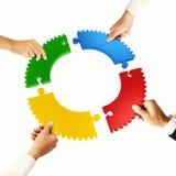 Groepswerk en integratieconcept met raadselstukken Stock Fotografie