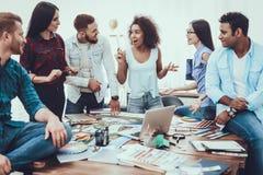 groepswerk groep De steekproeven van de kleur Ontwerp project stock foto's