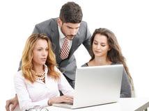 Groepswerk met laptop Stock Afbeelding