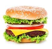 Großer Burger, Hamburger, Cheeseburgernahaufnahme lokalisiert auf einem weißen Hintergrund Stockbild
