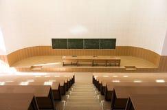 Großer leerer Vorlesungssal Stockbild